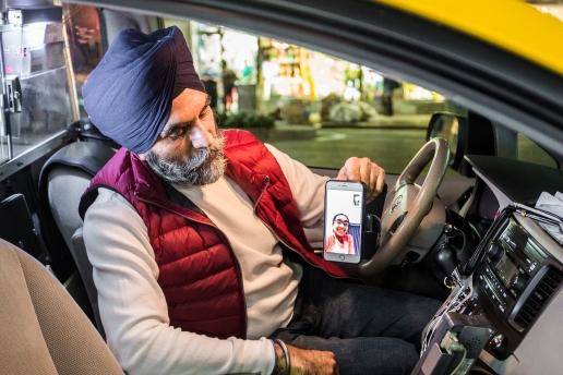 Jaswinder Singh, Manhattan, New York, on Oct. 7, 2015. Even though they live together in Long Island, he hasn't seen them for three days. He works seven days a week. (Samira Bouaou/Epoch Times)