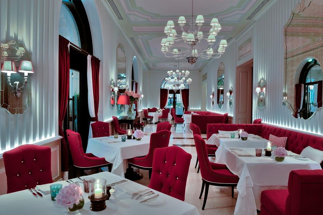 5_dining-room-indoor-area