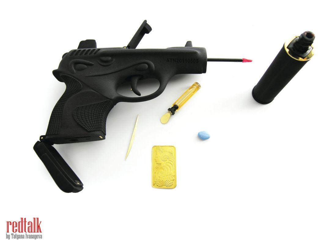 ted_noten_chanel_001_gun_bag_2011_redtalk
