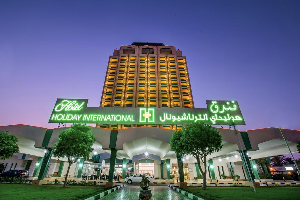 hotel holiday international_redtalk