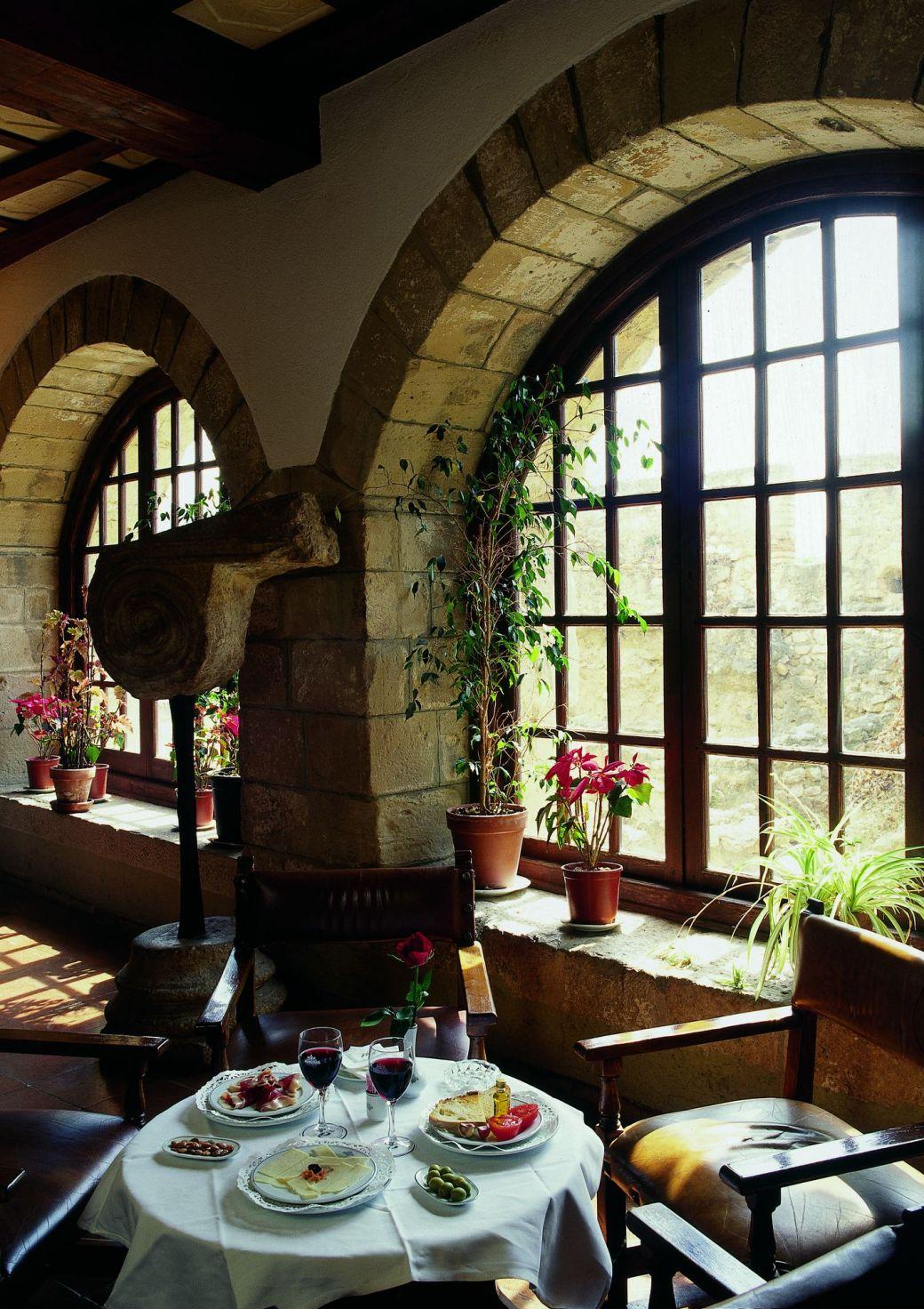 ресторан отеля-парадора в тортозе. tortosa terres de l'ebre_redtalk